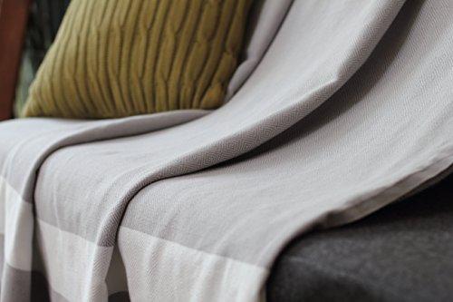 Tagesdecke aus 100% Baumwolle mit Fischgrätmuster | Größe xl 150x250 cm | Perlgrau mit weißen Fransen | ideal für Sofa und Sessel | Allée Déco