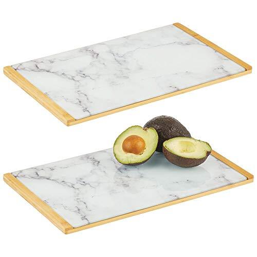 mDesign Juego de 2 bandejas decorativas con diseño marmolado – Bandeja rectangular para cocina, baño y oficina – Organizador de cocina para desayuno y tapas en bambú y cristal – blanco, gris y bambú