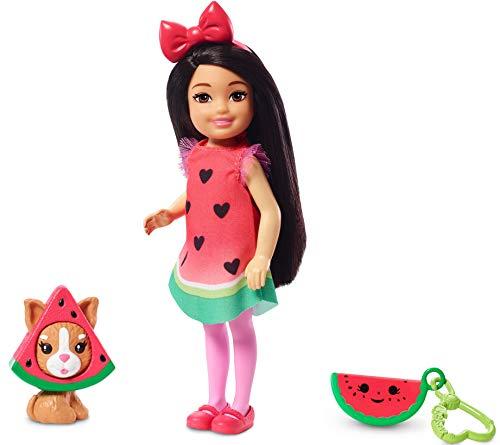 Barbie Chelsea Disfraz de Sandía, Muñeca Morena con Accesorios y Mascota(Mattel Ghv71) , color/modelo surtido