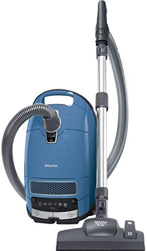 Miele Complete C3 Allergy Bodenstaubsauger mit Beutel / 550 Watt / 4,5 l Staubbeutelvolumen / 3-teiliges Zubehör / Silence-System / Universal-Bodendüse / HEPA AirClean Filter für Allergiker / Techblau