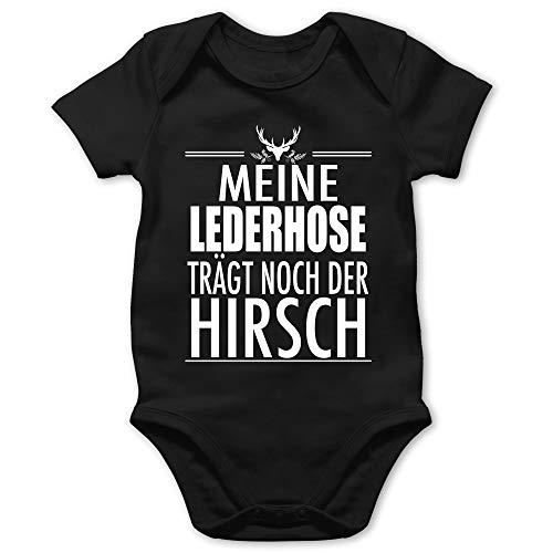 Shirtracer Oktoberfest & Wiesn Baby - Meine Lederhose trägt noch der Hirsch - weiß - 6/12 Monate - Schwarz - Baby Strampler - BZ10 - Baby Body Kurzarm für Jungen und Mädchen