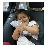 Haz que viajar sea fácil y bríndale el mejor soporte al niño con este cojín protector Janabebé. Agradable para que duerma la siesta en viajes cortos o largos Accesorio ideal para el coche. Garantiza el confort, suavidad y seguridad del niño simplemen...