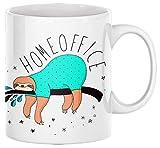 TassenSachen Divertida taza de café con diseño de perezoso en casa en pijama, taza de té de cerámica en blanco, aprox. 330 ml, apta para lavavajillas, para la oficina en casa y como regalo