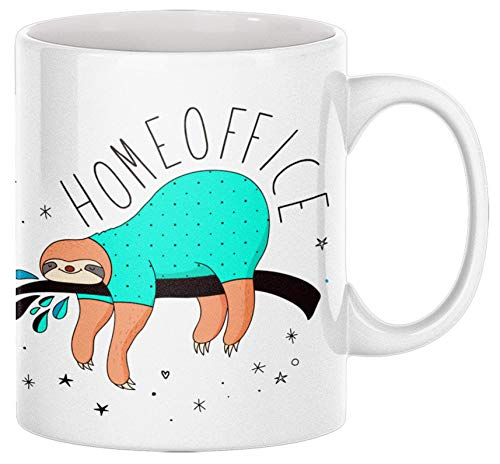 TassenSachen Lustige Homeoffice Tasse - Faultier im Schlafanzug - Kaffeetasse Teetasse aus Keramik in Weiß - ca. 330 ml spülmaschinengeeignet - für das Büro zuhause und als Geschenk