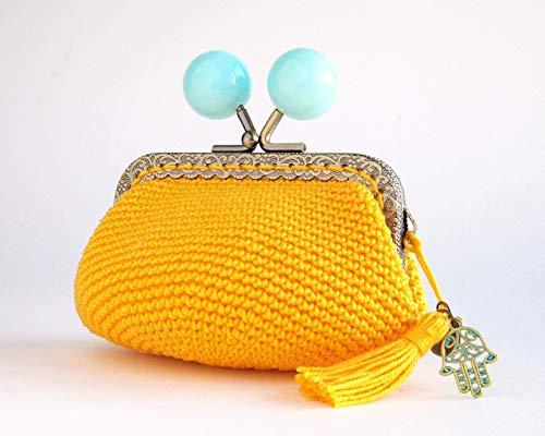Monedero amarillo de ganchillo con cierre de bolas azules de...