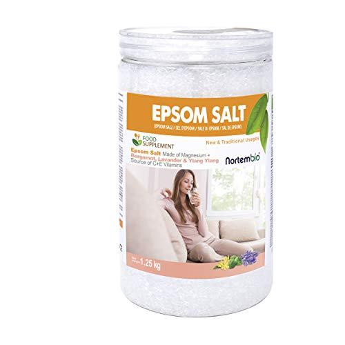 Nortembio Epsom Salz 1,25 Kg. Lebensmittelqualität. Hoher Gehalt an Magnesium. Ökologische Extrakte von Bergamotte, Ylang Ylang und Lavendel. Quelle von Vitamin C und E. Gesundheit und Wellness.