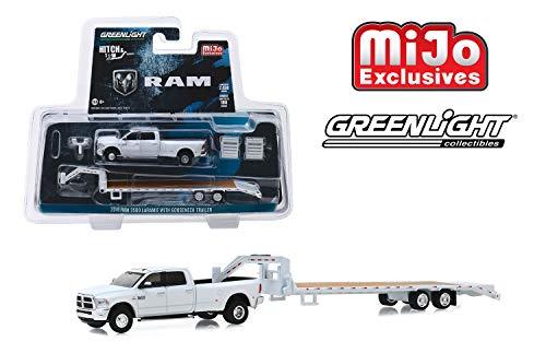 Greenlight Hitch & Tow 2018 Dodge Ram 3500 Laramie with Gooseneck Trailer (White) 1/64 Diecast Car 51308