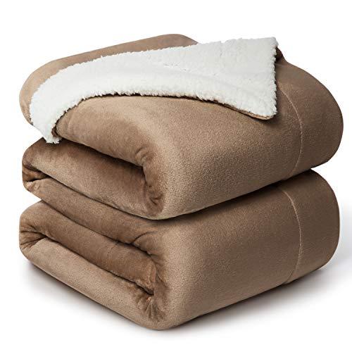 Bedsure Sherpa Decke Camel zweiseitige Wohndecken Kuscheldecken, extra Dicke warm Sofadecke/Couchdecke aus Sherpa, 220x240 cm super flausch Fleecedecke als Sofaüberwurf oder Wohnzimmerdecke