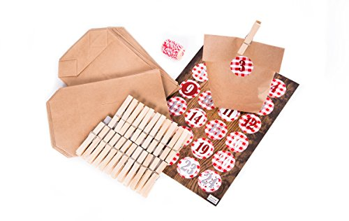 DIY adventskalenderset om zelf te maken en te knutselen: 24 kleine bruine papieren adventszakjes 14 x 22 x 5,6 cm + 24 grote natuurlijke houten klemmen 7 cm + Adventskalenderstickers van 1 tot 24 rood-wit geruit + 1 rol GARN