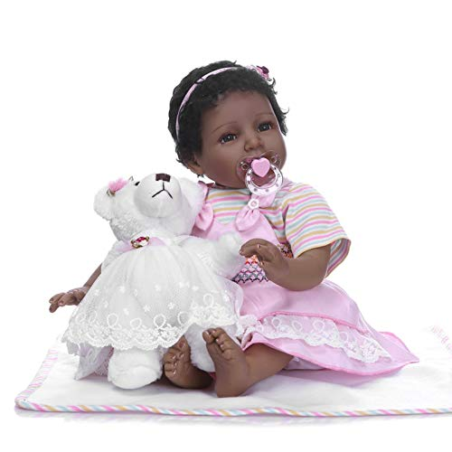 Muñecas Reborn para niñas, 22 pulgadas, realistas, bonitas, sonrientes, de vinilo de silicona suave, muñecas realistas para niños pequeños con botella de oso, muñecas negras para bebés recién nacidos