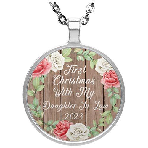 First Christmas With My Daughter In Law 2023 - Circle Necklace B Collar, Colgante, Bañado en Plata - Regalo para Cumpleaños, Aniversario, Día de Navidad o Día de Acción de Gracias