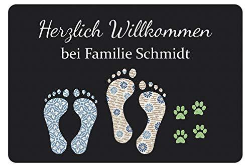 Geschenke 24 Fußmatte mit Fuß- und Pfotenabdrücken in Dunkelgrau - Türvorleger mit Familienname personalisiert - Schmutzfangmatte mit Namen