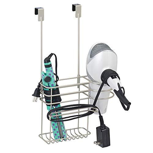 mDesign Soporte para secador de pelo sin taladro – Organizador de baño de metal, ideal para secador de pelo, plancha, etc. – Colgador para puerta con 2 cestas y ganchos para cables – plateado mate
