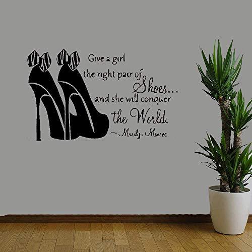 Citazione Wall Sticker Adesivo da Muro Adesivi Murali Frasi Merlin Monroe Shoes Fashion Give A Girl Il giusto paio di scarpe e lei conquisterà il mondo per negozio di scarpe da negozio