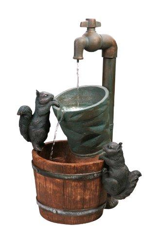 Fontaine à énergie solaire avec écureuils
