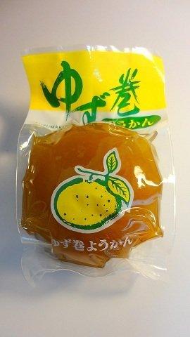 ゆず巻きようかん×2個 たけうち 羊羹を柚子の皮で包みこんだ新感覚スイーツ 見た目もかわいらしい、ユズを丸ごと使った贅沢な逸品 濃厚な柚子の風味