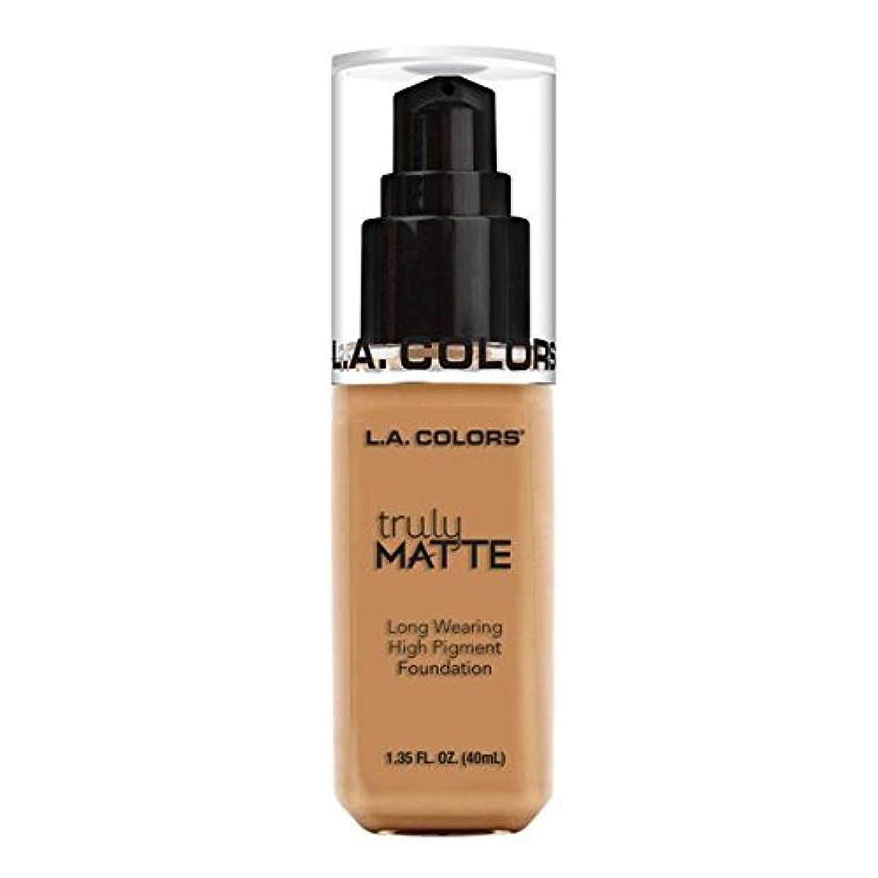 曖昧なオペラ入手します(6 Pack) L.A. COLORS Truly Matte Foundation - Warm Honey (並行輸入品)