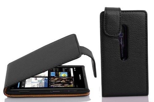 Cadorabo Custodia per Nokia Lumia 800 in NERO PROFONDO - Protezione in Stile Flip di Similpelle Strutturata - Case Cover Wallet Book Etui