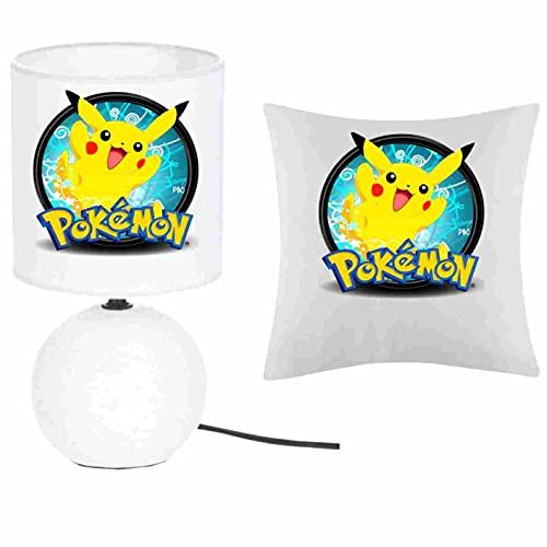 Kokokat - Juego de 1 lámpara de pie de cerámica y 1 funda de cojín de Pokemon Pikachu con nombre a elegir 41 x 41 cm, producto fabricado en Francia. Fabricación artesanal