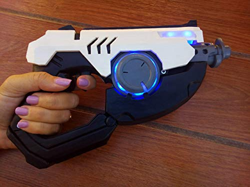 Tracer Blaster - Overwatch - Cosplay - 3d printed acrilic painted varnished + LEDs