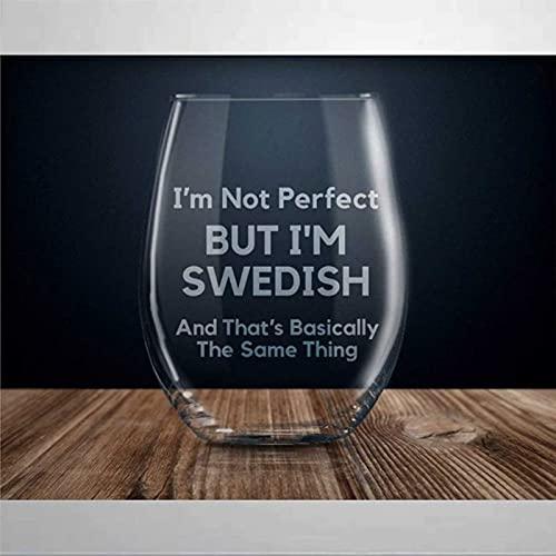 Vaso de vino grabado con texto en inglés «I'm Not Perfect But I'm Swedish grabado, cristal sin tallo, decoración de fiesta, perfecto para padre, mamá, niño o amiga