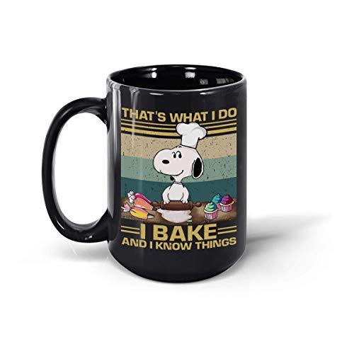 Taza de cerámica de café con texto en inglés 'That's What I Do I Bake and I Know Things, Snoopy Baking vintage, retro, divertida, 12 onzas y 15 onzas (negro, 15 onzas)