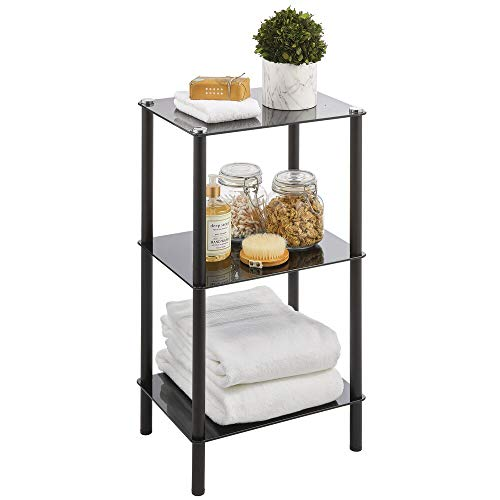 mDesign Organizador de baño de diseño para ahorrar espacio – Estantería moderna de metal con 3 estantes de vidrio – Mueble de baño ideal para cosméticos, toallas y más – negro
