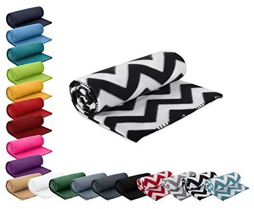 WOMETO Kuscheldecke Fleece 130x160 cm schwarz weiß - Fleecedecke Zickzack Muster warme weiche Decke Kettelrand Geschenk