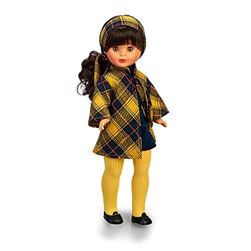 Nancy Colección - En la ciudad, Reedición 2021 del conjunto de ropa original de 1973 negro y amarillo, en una muñeca clásica, morena y con flequillo, para niños y coleccionistas, Famosa, (700016740)