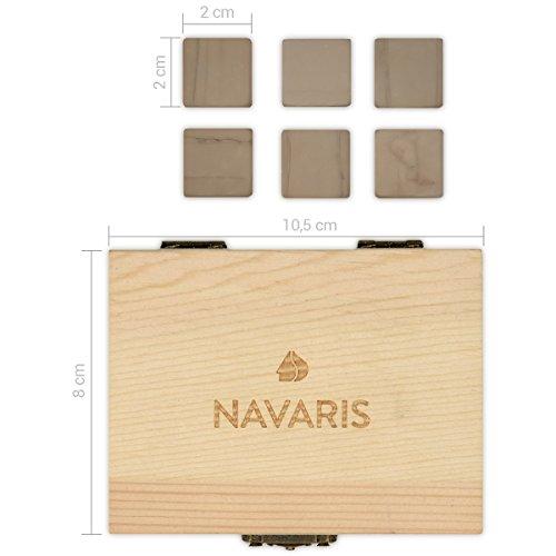 Navaris 9X Whisky Steine aus Granit - Kühlsteine Set Whiskey Stones - Eiswürfel für Rum Scotch Getränke - Whiskeysteine mit Holzbox und Samtbeutel - 5