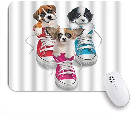 Dekoratives Gaming-Mauspad,Netter Hund, der im Schuhmuster-Digitaldruck Weiß sitzt,Bürocomputer-Mausmatte mit rutschfester Gummibasis