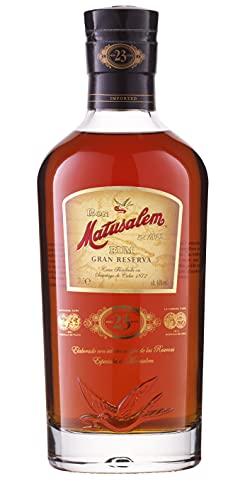 Matusalem Gran Reserva 23 - Rum invecchiato in barili di quercia. Un blend di aromi, note floreali e fruttate, con una forte presenza legnosa. Bottiglia da 70cl, Vol.40%.