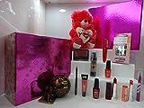 Coffret cadeau de luxe pour elle, maquillage, ours en peluche dans une boîte cadeau, assortiment de marques, emballage cadeau prêt à offrir.
