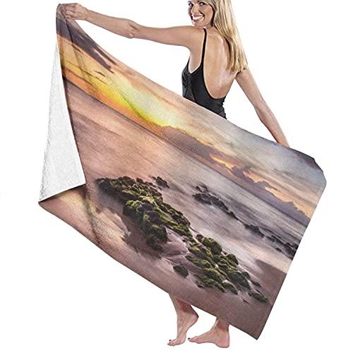 AOOEDM Toalla de Playa Wailea Maui Sunset Cálida luz del Sol Nubes oscuras y Paisaje acuático náutico, Toalla de baño de Microfibra Grande Toallas Deportivas Ligeras de Secado rápido para Gimnasio de