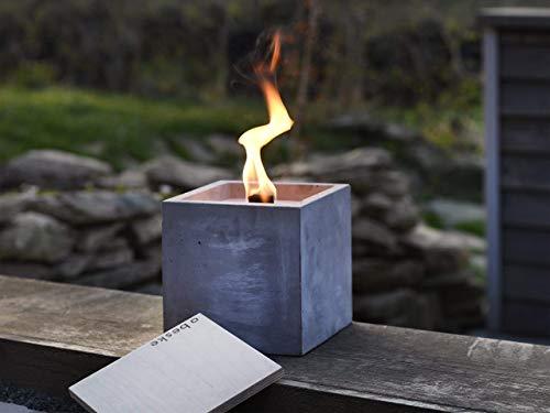 Beske-Betonfeuer mit 'Dauerdocht' | Größe 17x17x17 | Wiederbefüllbare Gartenfackel | 'Unendliche' Brenndauer durch umweltfreundliches Recycling von Kerzenwachs | Tischfeuer Fackel Kerze Outdoor