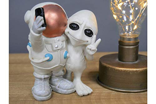 Casadomu Alien And Spaceman Taking Selfie Ornament Figure Home Decoration Sci-fi Gift New
