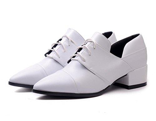 Primavera zapatos nueva primera capa de cuero con un pie puntiagudo zapatos casual