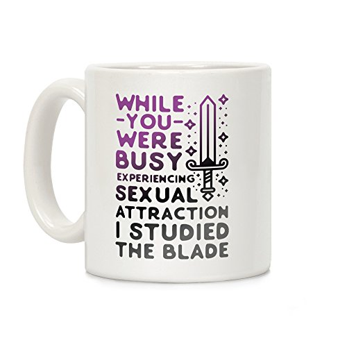 LookHUMAN Taza de café de cerámica blanca de 325 ml, con texto en inglés 'While You were Busy Experiencing Sexual Attraction