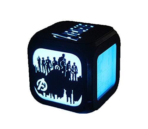 The Avengers Alarm Clock 3D Stereo Mute LED Night Light Reloj Electrónico Juego Derecho (Carga USB De Siete Colores)