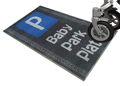 """Schmutz-Unterlage für Kinderwagen & Buggy/waschbarer Funktionsteppich – schützt den Boden/stark saugende Mikrofaser/praktisches Zubehör / 67x110cm (grau -\""""Babyparkplatz\"""")"""