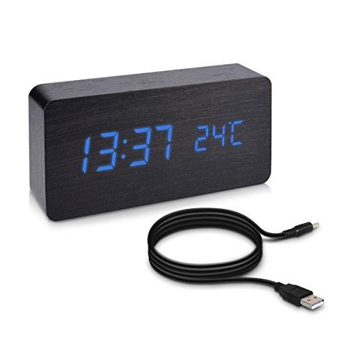 kwmobile Wecker Uhr in Holzoptik digital - Digitalwecker Anzeige von Uhrzeit Temperatur Datum - Alarm Clock mit USB Kabel in Schwarz mit blauen LEDs