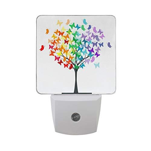 AOTISO Bunter Schmetterlinge Regenbogenbaum des Lebens auf weißem Auto-Sensor-Nachtlichtstecker in Innenraum