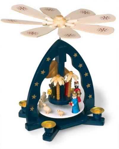 Weihnachtspyramide 'Krippe' aus Holz, mit vier Kerzen, die Heiligen drei Könige bringen dem Christkind Geschenke, Karussell wird durch aufsteigende Luft der angezündeten Kerzen angetrieben