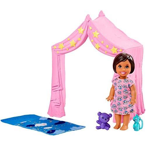 Barbie- Skipper Babysitters Playset con Bambola, Tenda Rosa, Sacco a Pelo, Orsetto e Accessori, Giocattolo per Bambini 3+ Anni, 0, FXG97
