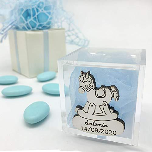 20 x Portaconfetti cubici in plexiglass decorati con legnetto a forma di cavallo a dondolo inciso, pensierini, confettata nascita, battesimo (Con Personalizzazione-con confetti bianchi)
