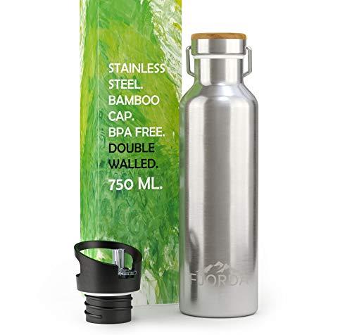 Fjorda Thermosflasche - NEU - aus rostfreiem Edelstahl 0,75l - Bambusdeckel + EXTRA Aufsatz für Sport - Premium Trinkflasche - BPA frei und doppelwandig isoliert