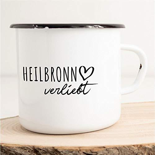 HELLWEG DRUCKEREI Emaille Tasse Heilbronn Verliebt Geschenk Idee für Frauen und Männer 300ml Retro Vintage Kaffee-Becher Weiß mit Stadt Namen für Freunde und Kollegen