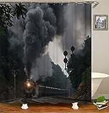 SLN Lokomotivendekoration. EIN Fahrender Zug. Mitten Auf Dem Berg Spazieren. Flammender Schwarzer Rauch. Duschvorhang. Wasserdicht. Mildewproof Einfach Zu Säubern. 180X180Cm.