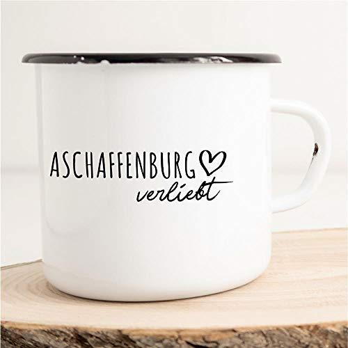 HELLWEG DRUCKEREI Emaille Tasse Aschaffenburg Verliebt Geschenk Idee für Frauen und Männer 300ml Retro Vintage Kaffee-Becher Weiß mit Stadt Namen für Freunde und Kollegen