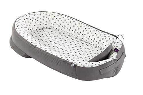 Träumeland Home - Das atmende Nest mit hochwertiger Matratze und luftdurchlässigem Gewirke, Design: weiss mit grauen Sternen